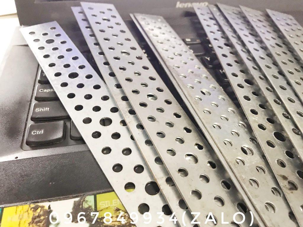 Bass neo tường AAC 300 x 30 x 1ly tôn kẽm loại 1