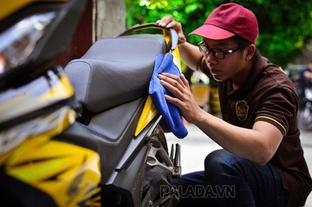 Sơn lại xe máy giá bao nhiêu? Bảng giá mới nhất - Thiết bị vệ sinh công nghiệp Palada