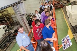 Hơn 230 học sinh từ các trường trung học Bắc Kentucky, Cao đẳng Kỹ thuật và Cộng đồng Gateway và Cao đẳng Bang Cincinnati đã tham gia sự kiện khởi động Mfg the Nxt Genr8n - DISCOVER 2013.