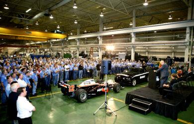 Mazak chiêu đãi nhân viên một buổi chiều IndyCar